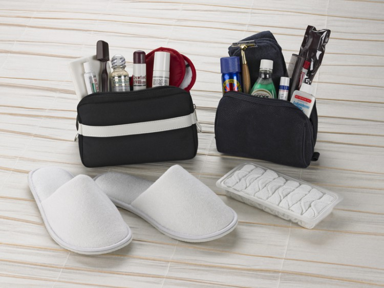 confort amenity kit and slippers